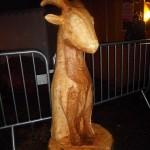 """Sculpté dans un frenes cette chèvre a pour modèle """"Chaussette"""" la chèvre de la ferme Tiligolo."""
