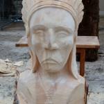 sculpture à la tronçonneuse d'une tête d'indien