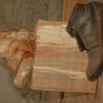 j'ai réalisé cette sculpture dans un poirier. c'est une chaussure de poilu.